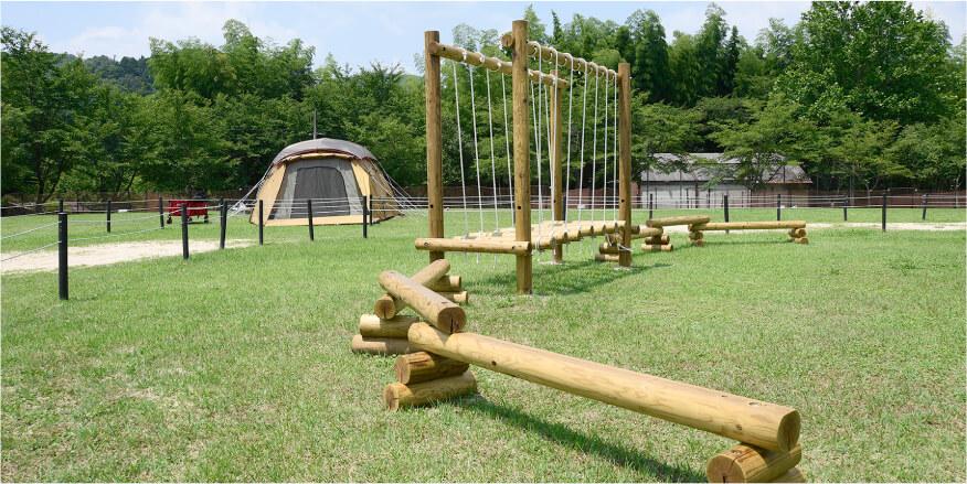 小さなお子さまが遊べる木製遊具